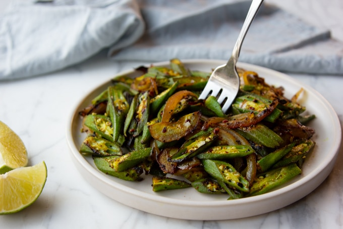 indian okra with red onion